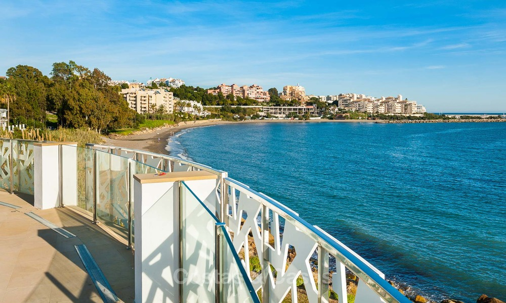 Frontline beach luxury 3 bedroom apartment for sale, Estepona, Costa del Sol with open sea view 7985