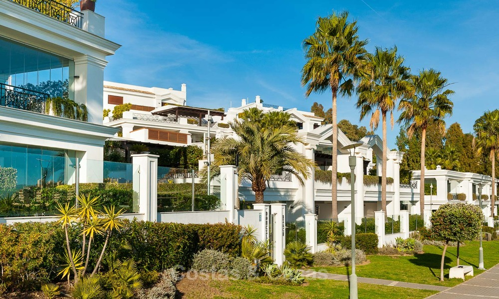 Frontline beach luxury 3 bedroom apartment for sale, Estepona, Costa del Sol with open sea view 7987