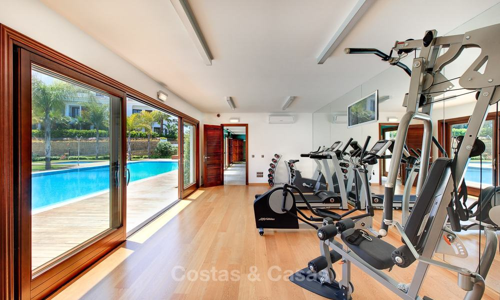 Frontline beach luxury penthouse to buy, Estepona, Costa del Sol, first line beach with open sea view and private pool 9842