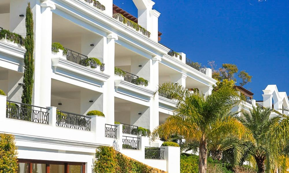 Frontline beach luxury penthouse to buy, Estepona, Costa del Sol, first line beach with open sea view and private pool 9846