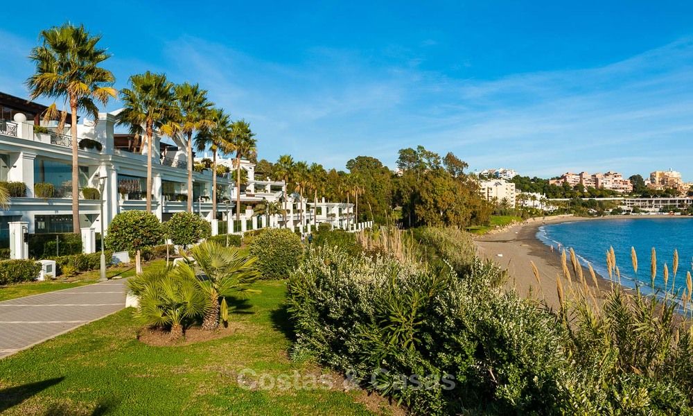 Frontline beach luxury penthouse to buy, Estepona, Costa del Sol, first line beach with open sea view and private pool 7988