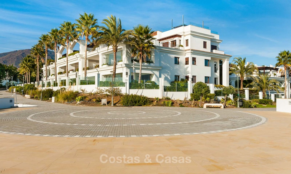 Frontline beach luxury penthouse to buy, Estepona, Costa del Sol, first line beach with open sea view and private pool 7991