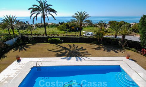 Beachfront exclusive villa for sale in prestigious urbanisation of East Marbella 30531