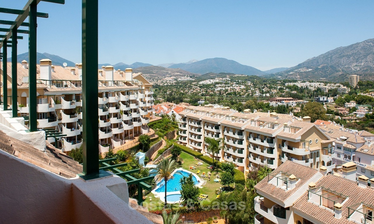 Penthouse apartment for sale at easy walking distance to Puerto Banus, Marbella 1137