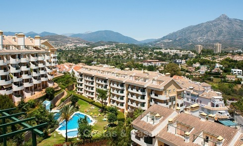 Apartments for sale within walking distance of all amenities and Puerto Banus and sea views in Nueva Andalucia, Marbella 1142