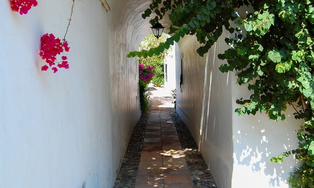 Townhouses for sale in an pueblo style Andalucian villages in Marbella 28248