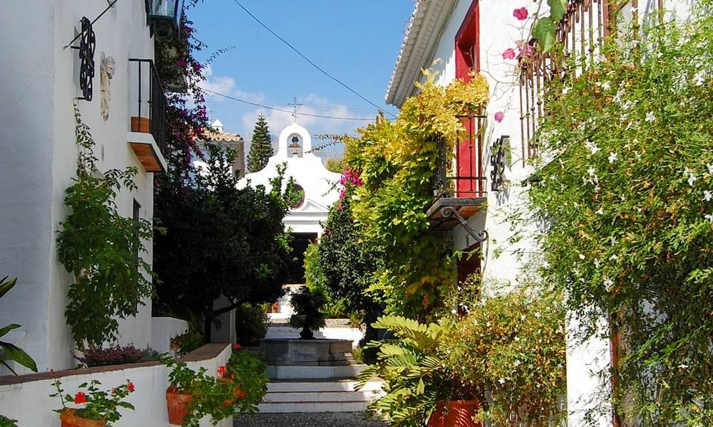 Townhouses for sale in an pueblo style Andalucian villages in Marbella 28253