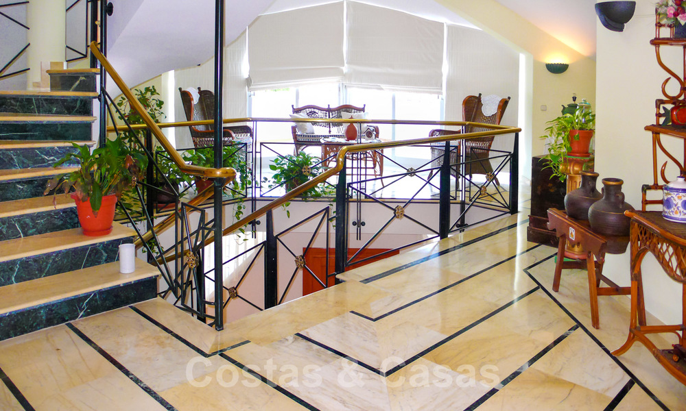 One of a kind villa for sale in a well-known area on the New Golden Mile in Estepona - Marbella 22757