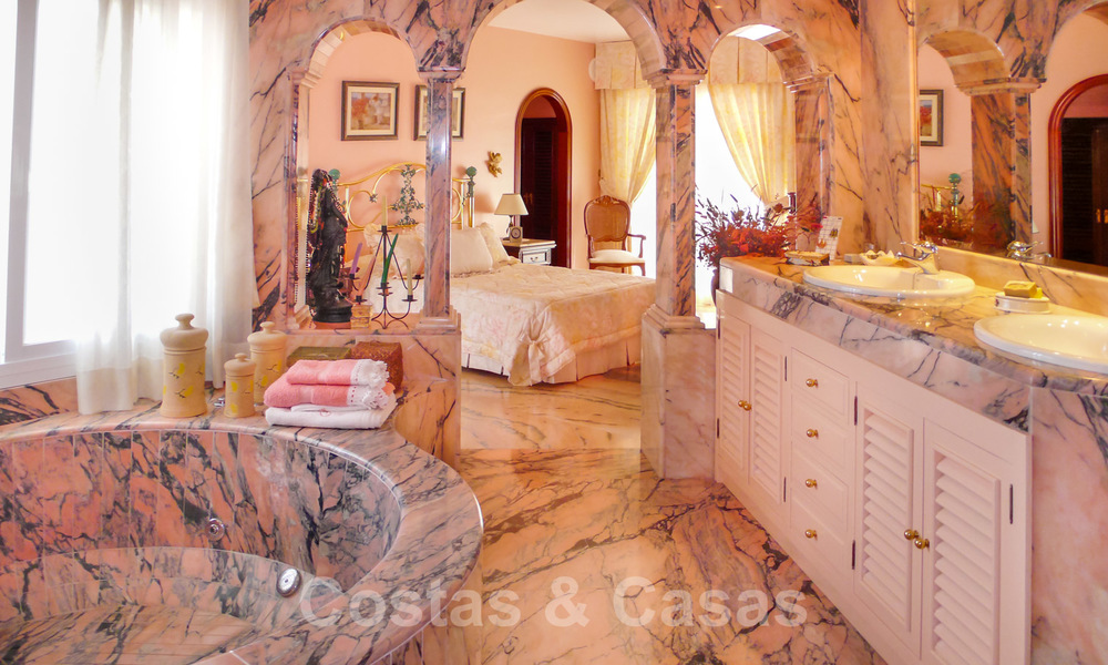 One of a kind villa for sale in a well-known area on the New Golden Mile in Estepona - Marbella 22763