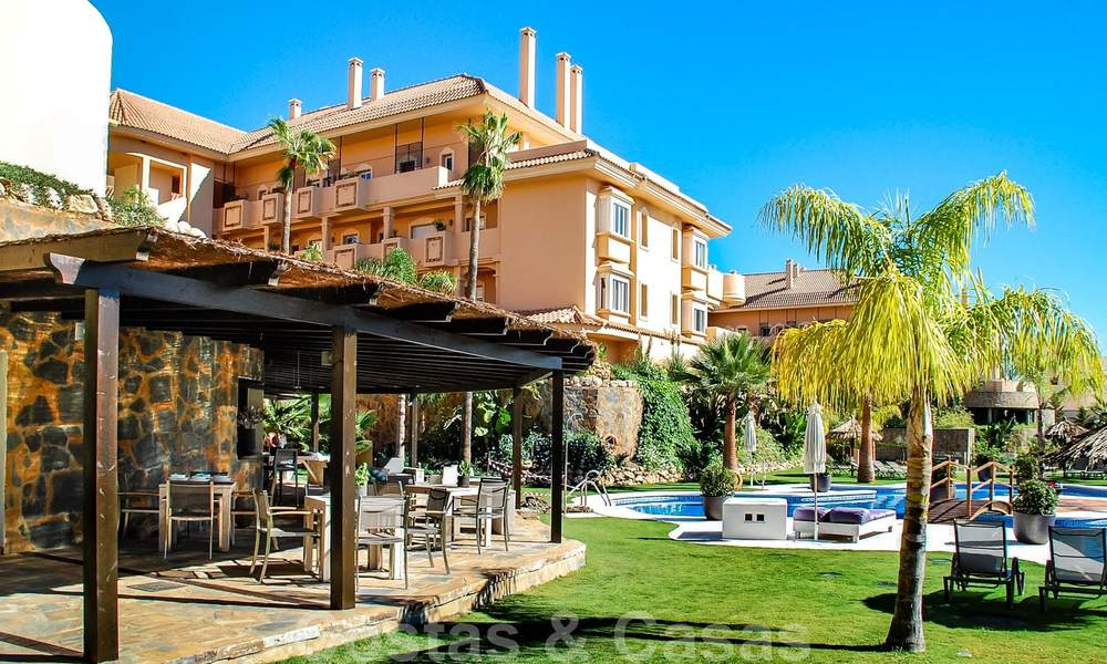 Spacious luxury apartments and penthouses for sale in a sought after complex in Nueva Andalucia, Marbella 20793