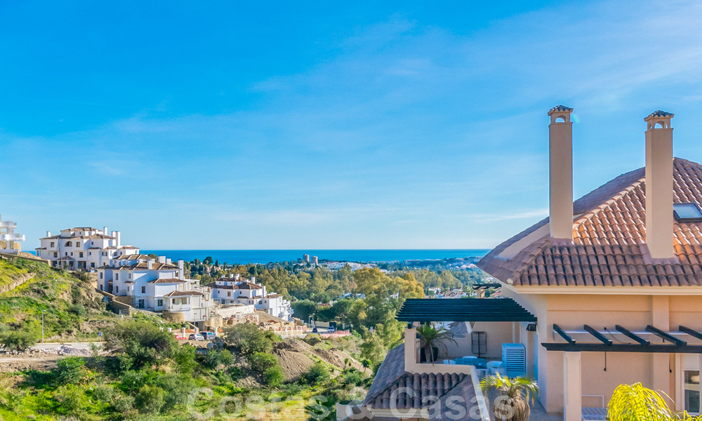 Spacious luxury apartments and penthouses for sale in a sought after complex in Nueva Andalucia, Marbella 20812