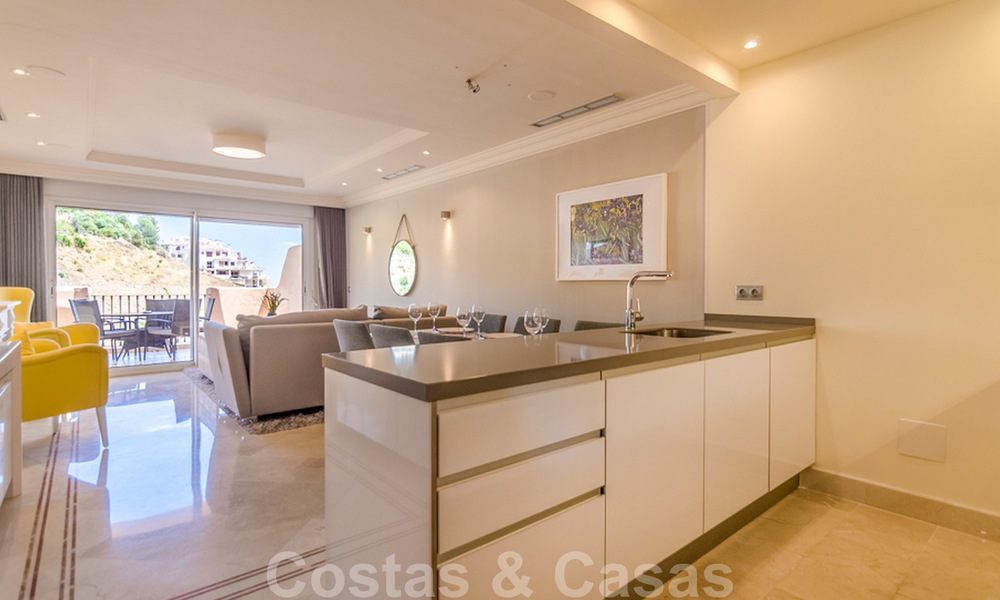 Spacious luxury apartments and penthouses for sale in a sought after complex in Nueva Andalucia, Marbella 20814