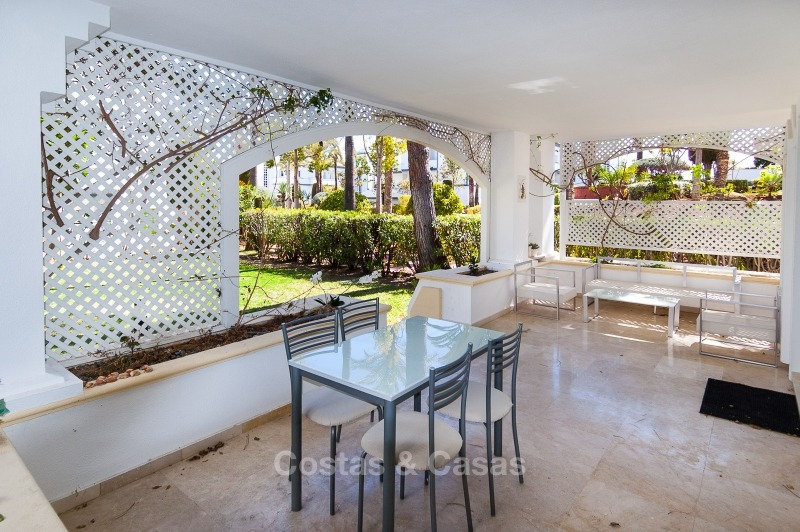 Apartments for sale in an exclusive beachfront complex, New Golden Mile, Marbella - Estepona 11022
