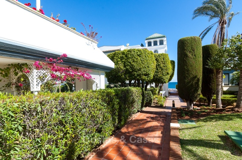 Apartments for sale in an exclusive beachfront complex, New Golden Mile, Marbella - Estepona 11023