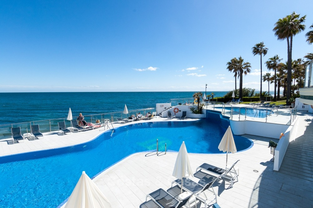 Apartments for sale in an exclusive beachfront complex, New Golden Mile, Marbella - Estepona 11025