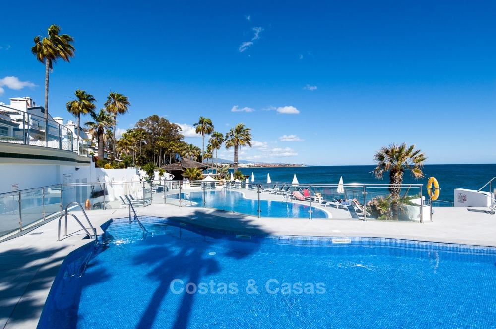 Apartments for sale in an exclusive beachfront complex, New Golden Mile, Marbella - Estepona 11026