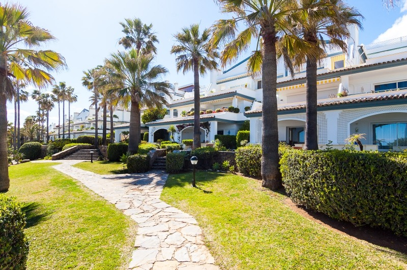 Apartments for sale in an exclusive beachfront complex, New Golden Mile, Marbella - Estepona 11027