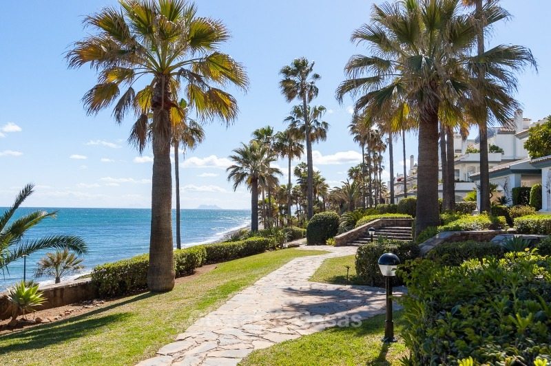 Apartments for sale in an exclusive beachfront complex, New Golden Mile, Marbella - Estepona 11028