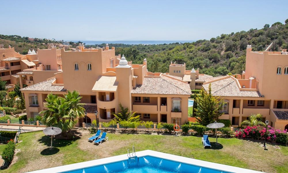 Apartments for sale with sea views and spacious terraces in Elviria, Marbella east 20271