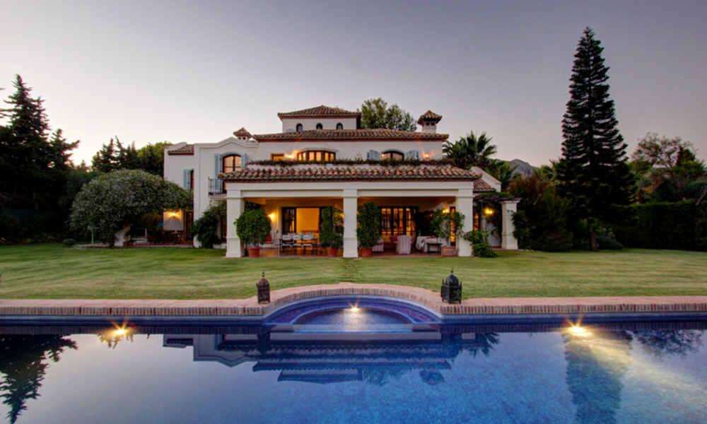 Luxury villa for sale on the Golden Mile in Marbella 5582