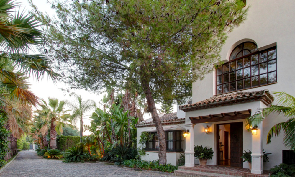 Luxury villa for sale on the Golden Mile in Marbella 5591