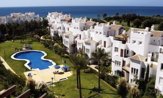 Beachfront and first line golf apartments for sale in Marbella, Los Monteros Playa 11