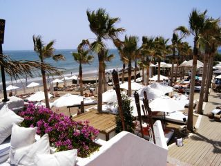 Beachside luxury apartments for sale, Marbella East