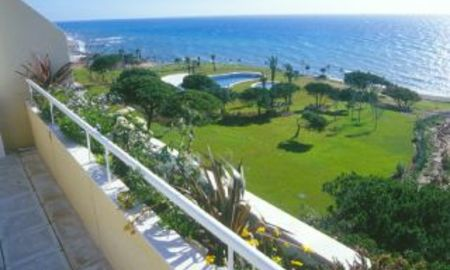 Beachfront Appartementen en Penthouse for sale, first line beach, Marbella - Cabopino