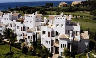 Beachfront and first line golf apartments for sale in Marbella, Los Monteros Playa 10