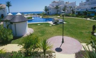 Beachfront and first line golf apartments for sale in Marbella, Los Monteros Playa 2