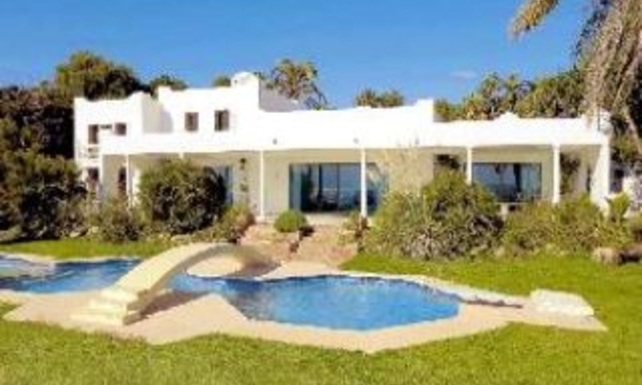First line beach villa for sale - Estepona - Costa del Sol 1